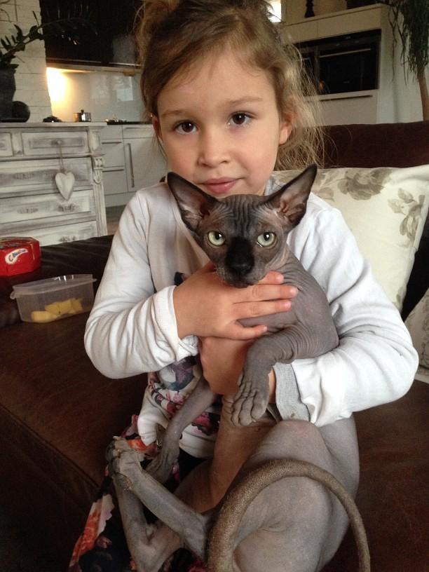 Amalia mit Jimena (Tocher des Hauses)
